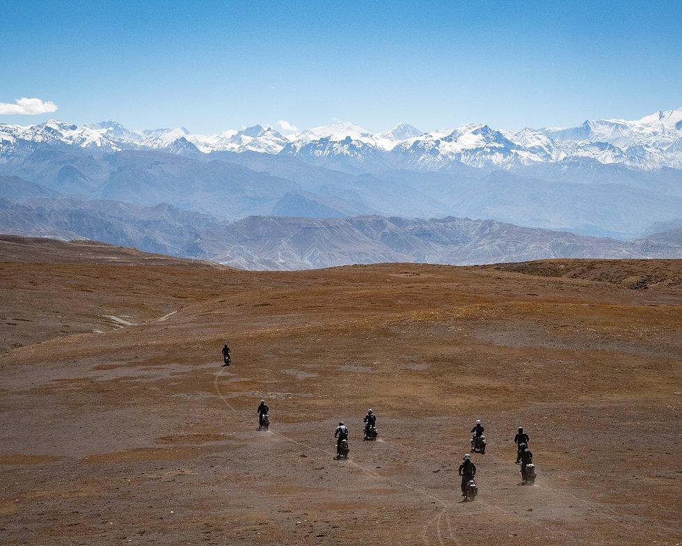 Tour Guide Gruppe vor Bergpanorama